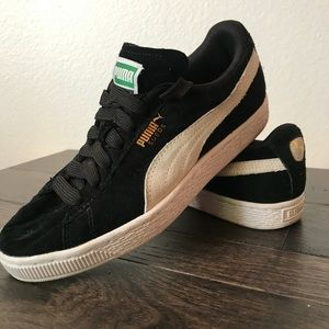Puma Classic women's Suede Sneakers - size 5.5